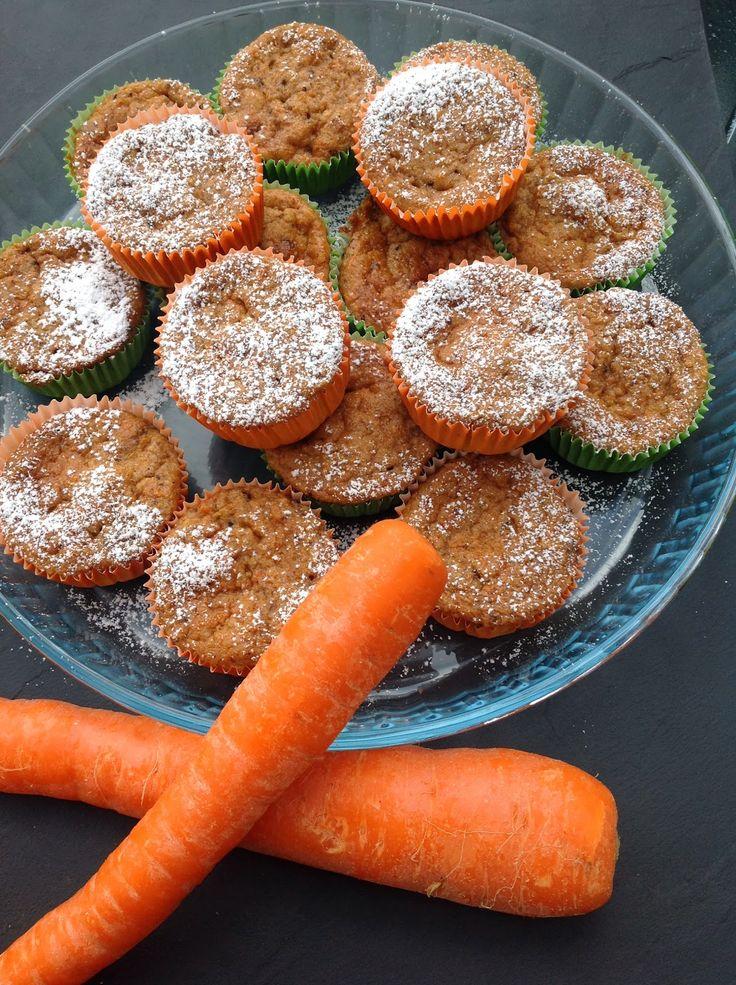 Havde lyst til at eksperimenter med en fedtfattig kage så fremtryllede denne muffin. De revet gulerødder og æbler giver både fugt men o...