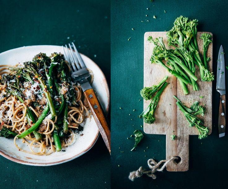 Een echt lekker Italiaans pasta recept! pasta met ansjovis en bimi. Gemakkelijk en snel te maken. Kijk hier voor het recept.