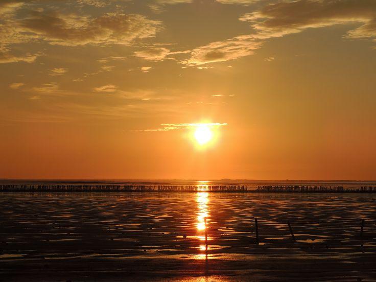 Zonsondergang aan de waddenkust. Eigen bayke foto. Friesland