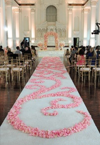 how to keep aisle runner in place