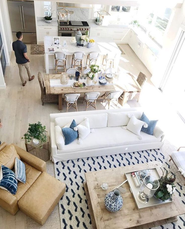 A bird's-eye view of our Seacliff Handknotted Rug | Image via @oliveandoakinteriors
