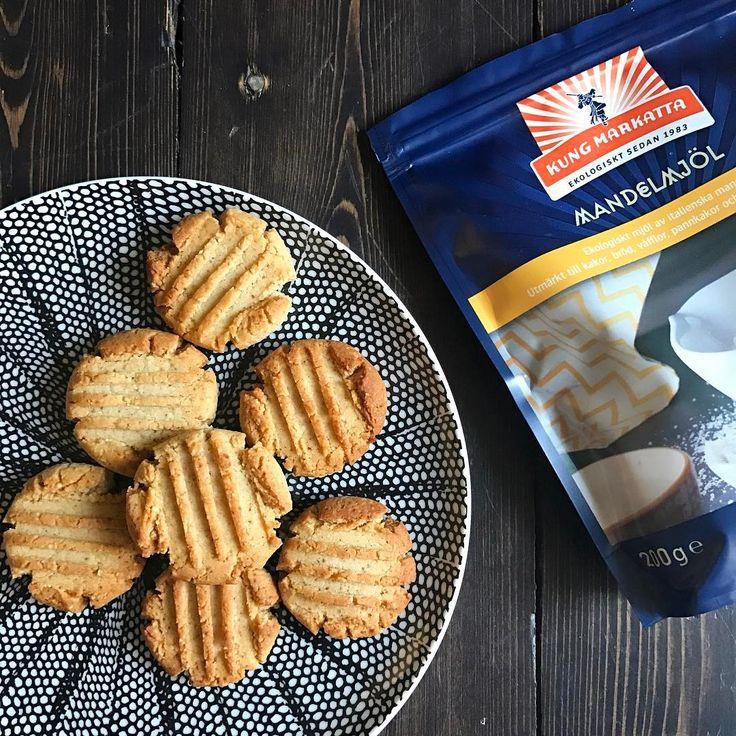 Nyttiga kakor småkakor recept: 2 dl mandelmjöl, 2 msk kokosmjölk, 30g kokosolja, dutt malen ingefära-och kanel, 2 msk xylitol/honung, ev.liten skvätt vatten för att få ihop kakdeg. Rulla små bollar, lägg på bakplåtspapper på plåt, baka i ugn 175 grader i 10 min.