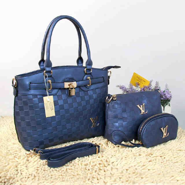Tas Louis Vuitton Farisha  - Kode : 20150AH - Merk : LOUIS VUITTON - Qualty : Semi Premium - Bahan : Kulit - Warna : Blue - Ukuran : 33x11x27 - Berat. : 1kg/pcs - Harga : Rp 330.000, - Kelengkapan : Dompet + Tali Panjang