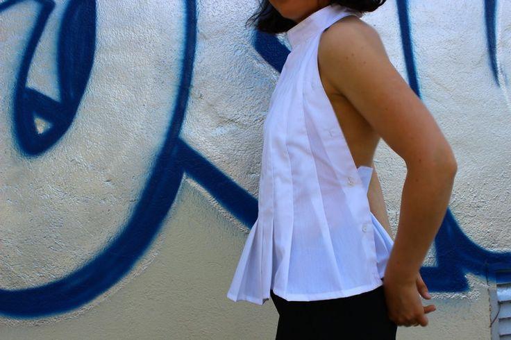 Une chemise d'homme devient un dos-nu de femme. Plis et épingles sont au rendez-vous. Ou est la patte de boutonnage?