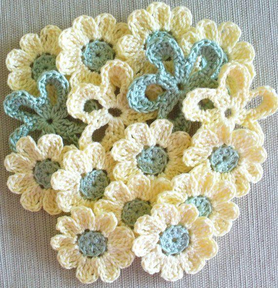 Sweet flowers.Crochet Flowers, Knits Crochet, Soft Colors, Crocheted Flowers, Colors Combinations, Color Combinations, Flower Crochet, Crochet Knits, Flower Pattern