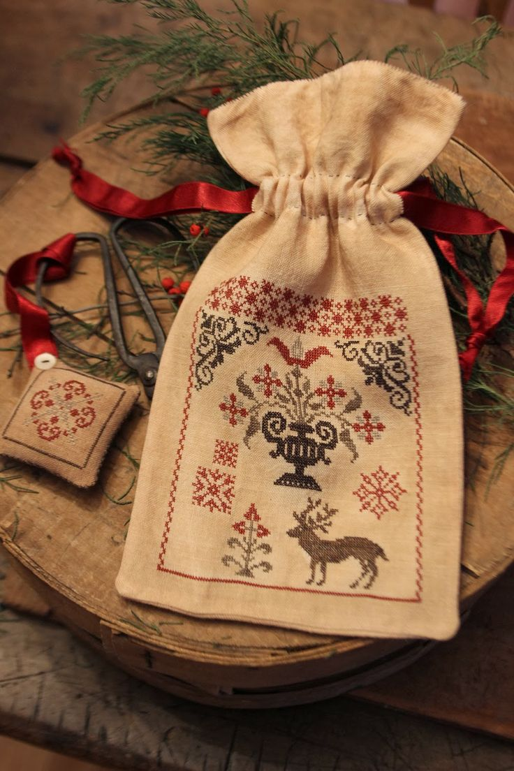 I have a bag exactly like this. All I need to do is add some embroidery and ribbon!