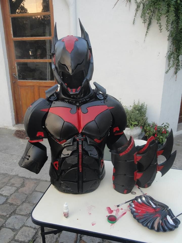 awesome-batman-beyond-cosplay-shows-true-craftsmanship4