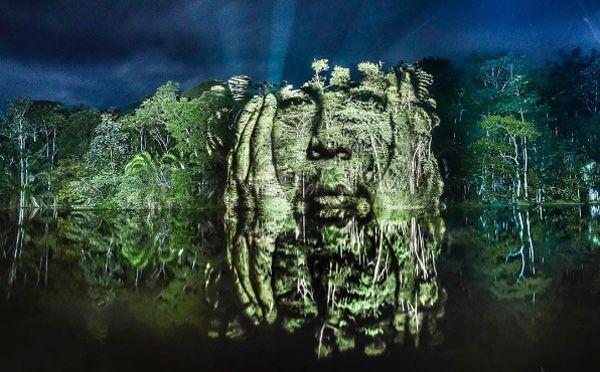 """""""ストリートアート""""というと、建物の壁にスプレーやペンキで絵を描いた作品を想像すると思いますが、そういったものを一切使用しない新しいスタイルのアートが話題を呼んでいます。 アマゾンの熱帯雨林に浮かぶアート アーティストのPhilippe Echarouxさんが手掛けたのは、世界初、アマゾンの熱帯雨林に""""描く"""""""