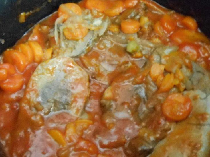 """langue de boeuf sauce piquante au cookeo court bouillon - Une langue de boeuf - 3 carottes coupées en tronçons (ici rondelle surgelée) - oignons surgelés - 1 marmite """"bouquet garni"""" knorr - 1/2 verre de vignaire - 1 verre de vin blanc - sel et poivre..."""