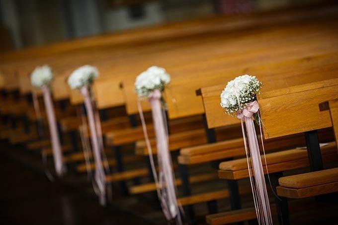 #Dekoration #Trauung #Kirche #Church #Hochzeit #wedding - Das tolle Foto wurde gemacht von ROCKSTEIN fotografie: www.rockstein-fotografie.de