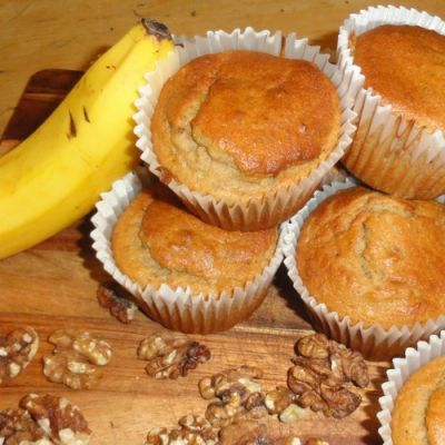 Yummy banana and walnut muffin for a healthy pregnancy snack! Perfect addition to your pregnancy diet plan, click here for the easy recipe!
