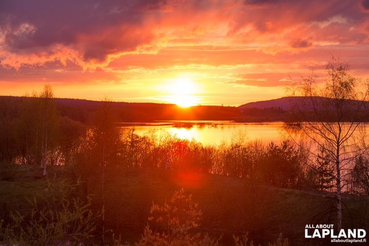 Say hello to #MidnightSun! The colours are real, not photoshopped. Last night in #Rovaniemi