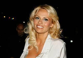 Pamela Anderson  lancia il suo team di corse automobilistiche: al volante Liuzzi e Lauda