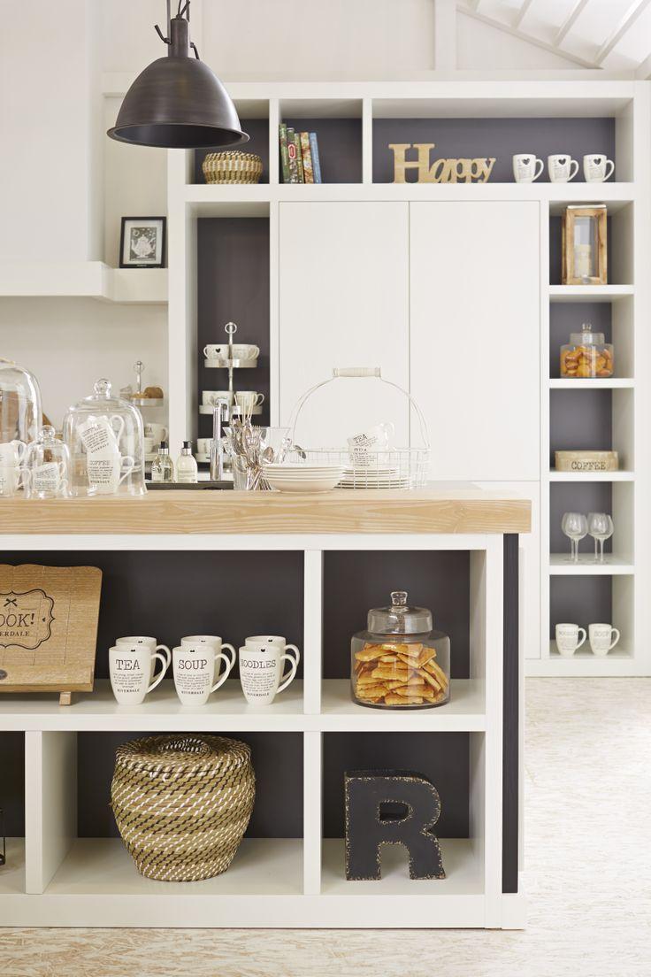 Riverdale keuken | houten producten met een witte, naturel of zwarte finish | deuren met zichtbare houtnerf | hartje als greep | open vakkenkast | keukenaccessoires | koolschijn.nl