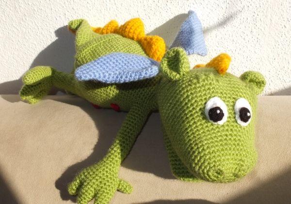 Handpuppe Drache gehäkelt, Crochet hand puppet dragon, Anleitung auf deutsch, pattern in German: http://de.dawanda.com/product/19478221-Handpuppe-gruener-Drachen-Haekelanleitung