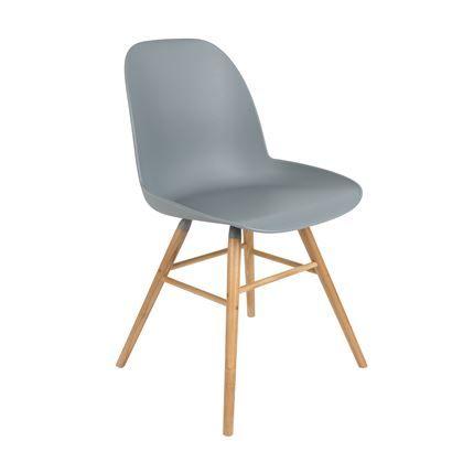 De Albert Kuip stoel van Zuiver is een smaakvolle stoel voor in jouw interieur. De kuipvormige zitting zorgt ervoor dat je een zeer comfortabele landing maakt en het kenmerkende, strakke design van het onderstel maakt deze mooie stoel helemaal af.