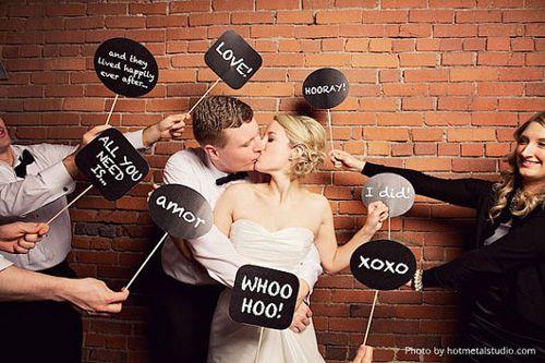 Tolle Idee für Foto Booth: Schilder und Kreidetafeln |  Foto: idoityourself Etsy