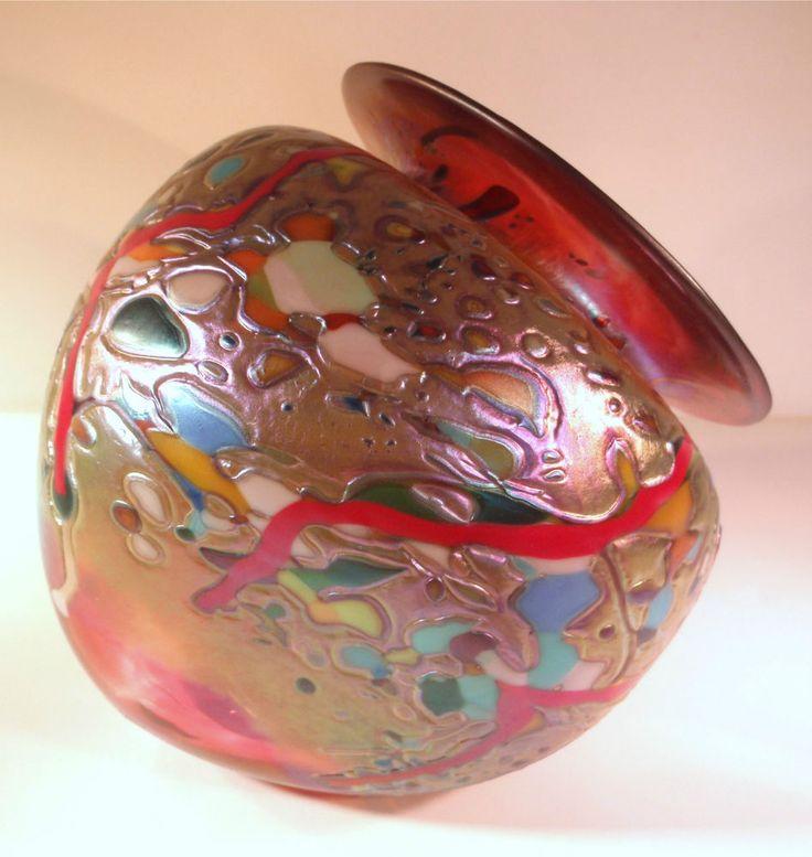 Rick Hunter 's Textured Iridescent Ruby Triangular Vase!