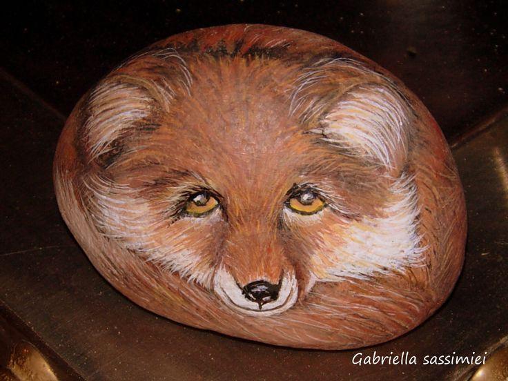 L' albero dei sassi: sassi animali del bosco...Adorable fox painted on stone!!