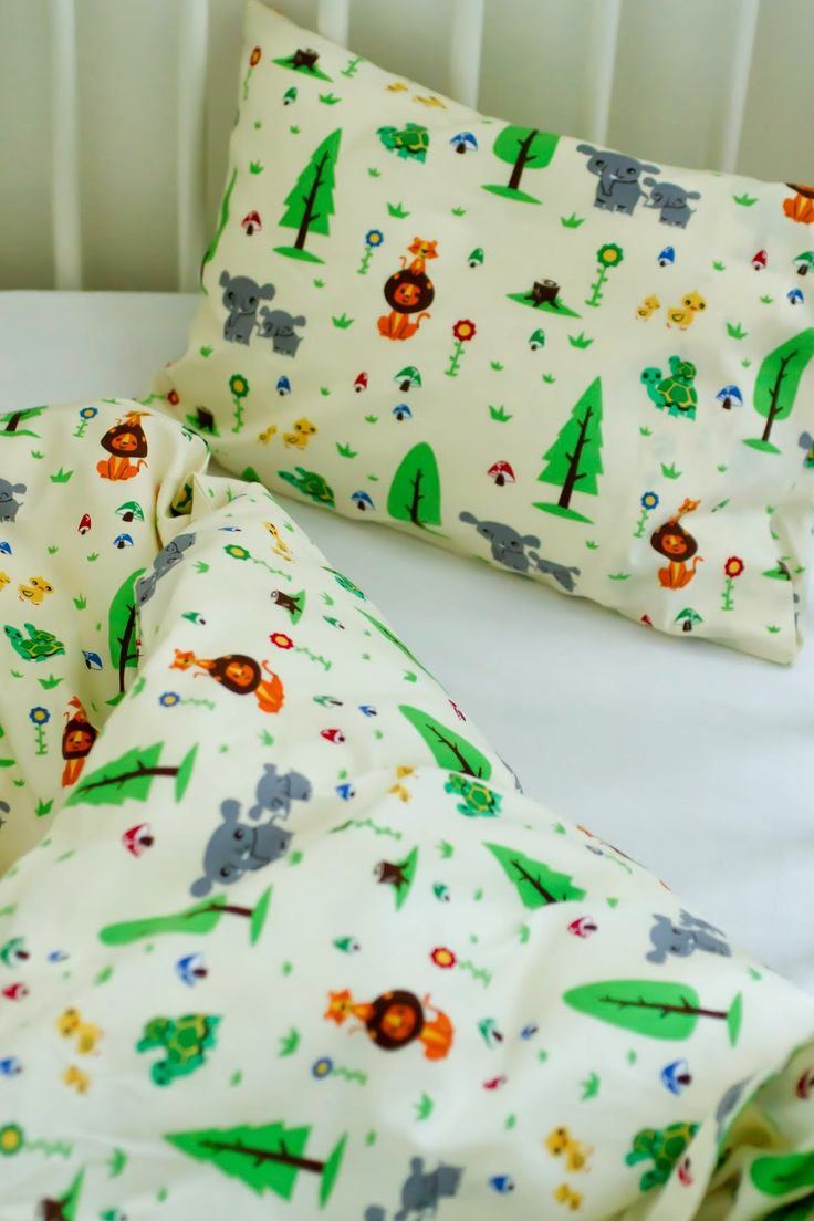 tutorial: how to make a crib-sized duvet cover + envelope pillowcase (in English and Portuguese)