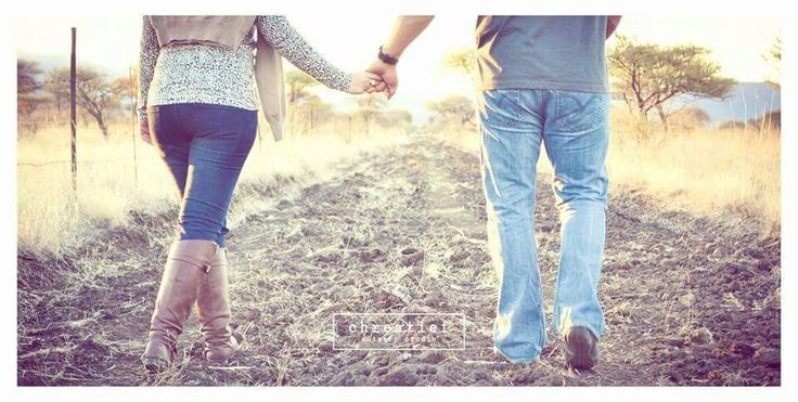 #Engagement #Couple #Photography #Vintage #Outdoor #BrownBoots