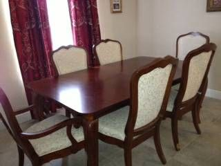 Thomasville Dining Room Table With Matching Chairs In A Beautiful Reddish Tone Seats But Extends Leaves To Comfortably Seat