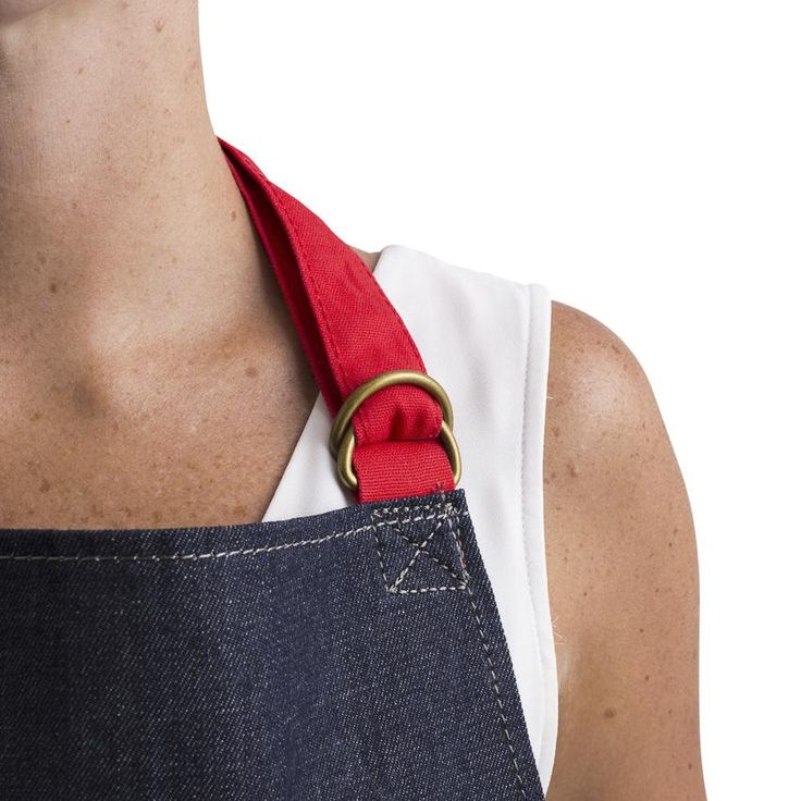 The elastic waistband on this Apron makes it more comfortable when bending down to open the oven or during gardening. It also has a useful small pocket for pens/phones, and an easily accessible deep pocket for big things. Angled ergonomic pocket openings. Reinforced stitching and rivets around pocket edges. Semi-elasticated waistband to add flexibility. Double D-ring fastener. Available in stripe or denim.