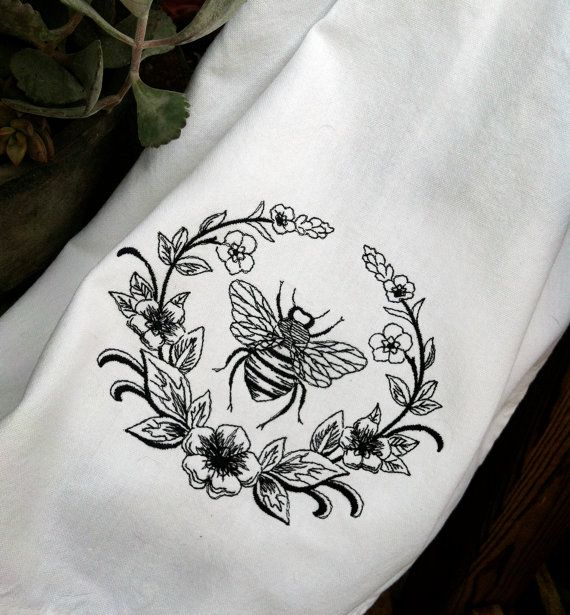 Napoleonic bee Parisian style embroidered by stitcherygiftery, $12.50