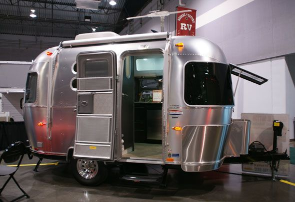 winter camping in an airstream airstream bambi quicksilver airstream bambi 19 airstream base. Black Bedroom Furniture Sets. Home Design Ideas