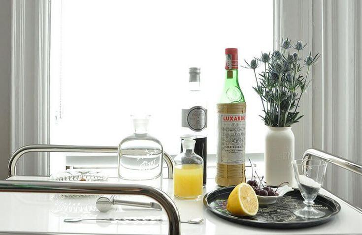 Авиация - джин, мараскиновый и фиалковые ликеры, лимонный сок