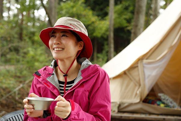 女性向け機能派ハットALPIAは、UPF50+の95%紫外線カットの高機能生地を使った帽子。裏地は吸水速乾で汗ジミ防止機能もあります。