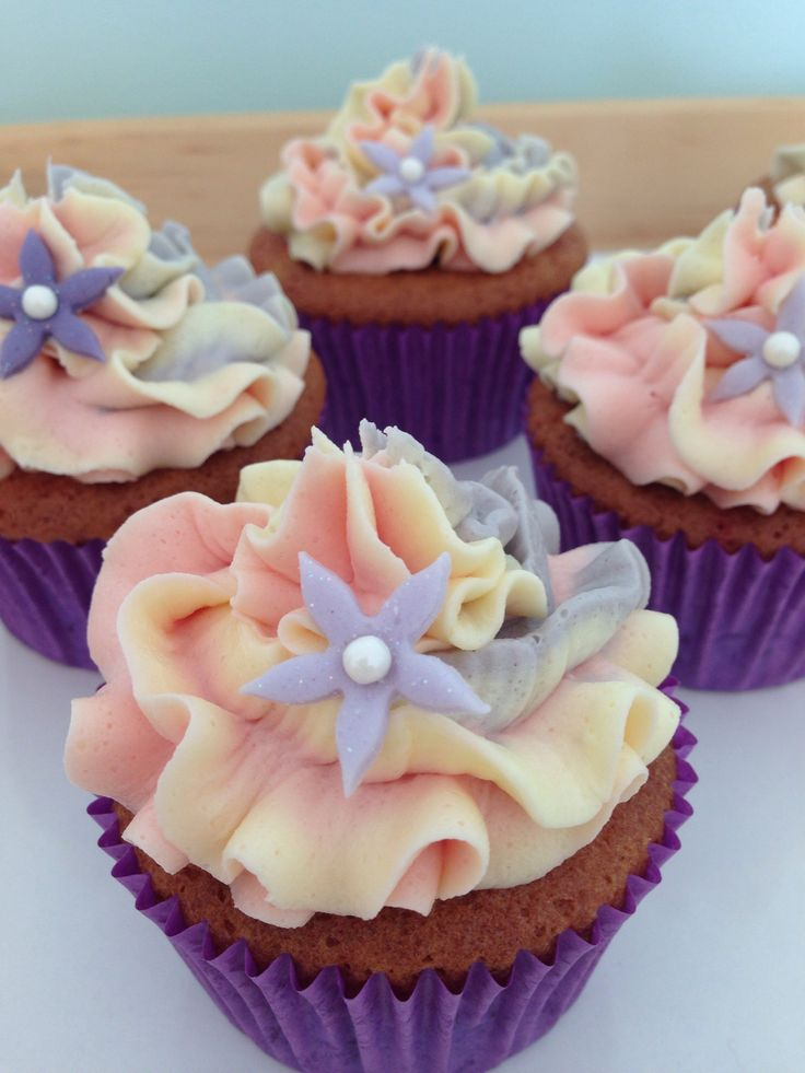 Two tone cupcakes