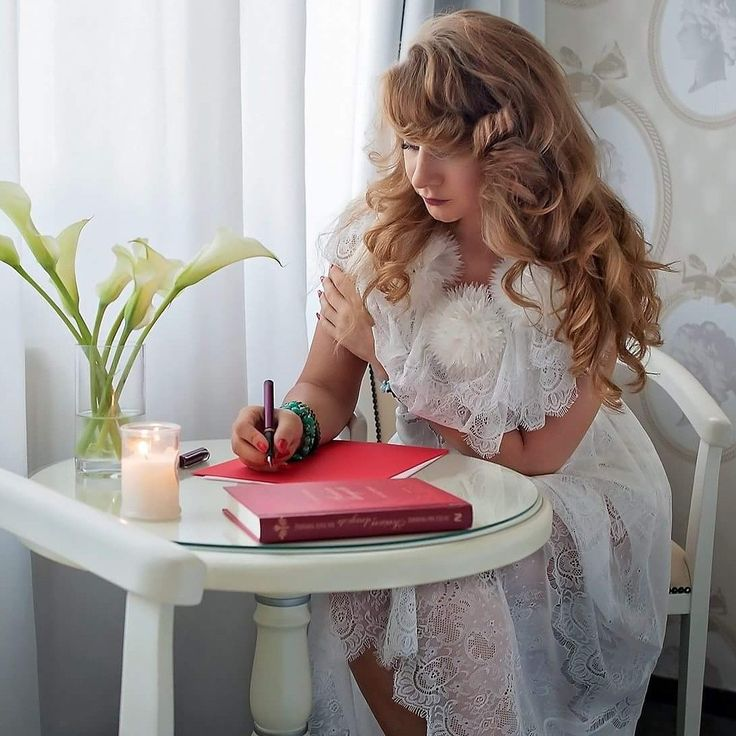 Livada cu rochii  White dress  Lace  Curls  Writing time  Romantic mood