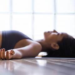 Kleine Yogapause: Yoga nach dem Aufwachen - gibt Kraft für den Tag