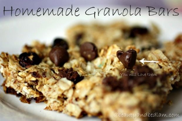 This easy to make Homemade Granola Bar Recipe is sure to become a family favorite. How can it now with Chocolate chips and Peanut butter. Even better? It whips up in less than ten minutes.: Granola Bar Recipes, Chocolate Chips, Bars Homemade, Sweet, Homemade Granola Bars, Granola Bars So