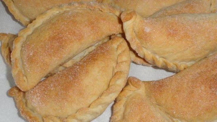 Receta Salvadoreña para hacer unos ricos Pastelitos de Piña y Pastelitos de Leche. Este reconocido pan dulce Salvadoreño es delicioso y sencillo de hacer.