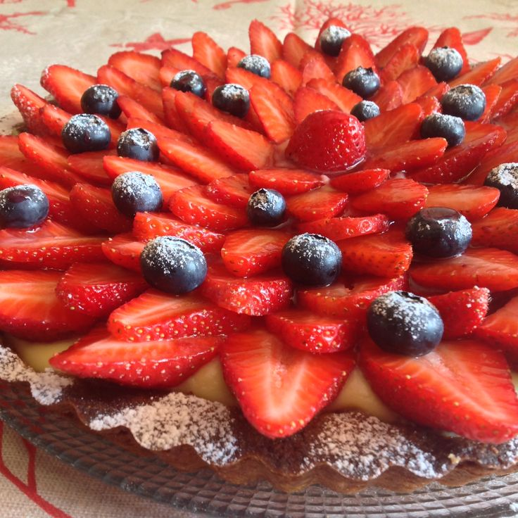 Crostata fragole e mirtilli