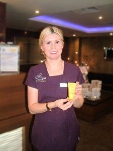 Our therapists Leanne favourite Decleor product