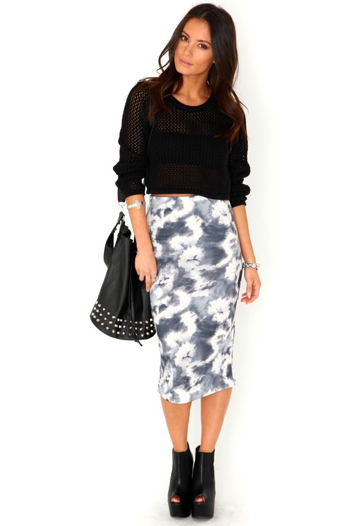 Tight midi skirt, ankle booties, loose crop sweater, big bag
