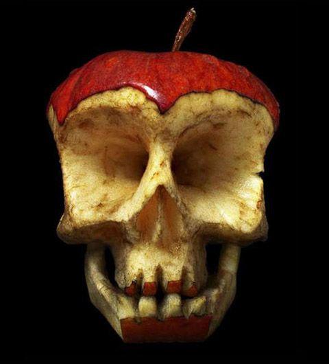 Russian artistDimitri Tsykalovuses fruits tocurvecarve out creepy looking skulls.
