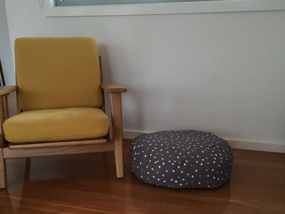 Whit and gold spotted super soft and comy Dog bed.