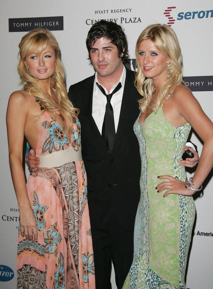 OPPFINNER: Oljearvingen Brandon Davis - her med søstrene Paris og Nicky Hilton - startet mobbingen av Lindsays underliv, under hennes feide med Paris.