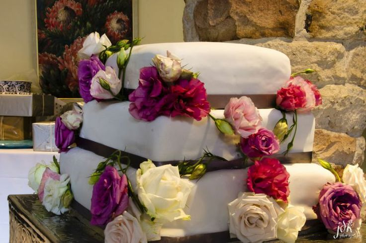 The use of floral arrangements is the perfect way to beautify your wedding cake. This picture is the perfect example of how flowers can give your wedding cake that wow-factor! #wedding #cake #flowers #beautiful