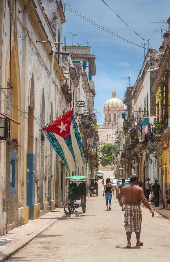 La Habana, Cuba (Fuente: Esrali) #Bandera de #Cuba #lahabana