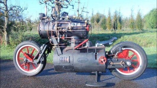 Unlike the legendary sea vessel of the silver screen, this Black Pearl is a land vehicle running on a steam engine. Constructed by Dutch company Revatu Customs, the two-wheeled locomotive is actually a proper, fully functioning motorcycle.