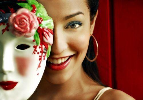 """Рецепт вечной молодости  Не """"выкидывайте"""" деньги на салоны красоты!    Известно ли вам, что именно желатин, благодаря своему стягивающему эффекту, салоны красоты используют в «механических» масках для подтягивания щек и второго подбородка? Исходя из этого факта был получен рецепт крема вечной молодости для кожи вашего лица!    Желатин положительно влияет на белковый и аминокислотный обмен кожи, улучшая ее состояние. Желатин разглаживает мелкие морщинки, смягчает и отбеливает кожу, улучшает…"""