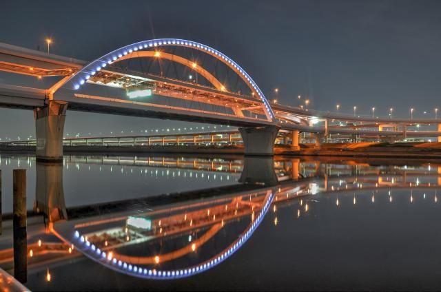 土木構造物写真「ライトアップ 五色桜大橋 (東京都足立区)」の紹介です。他にもたくさんの土木構造物の写真があります。