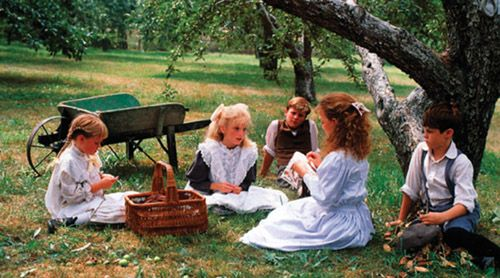 Road to Avonlea. This was the single reason I begged my parents to subscribe  to the Disney Channel when I was a kid.