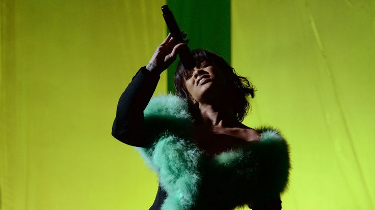 Watch Rihanna's Soulful Billboard Music Awards Performance #headphones #music #headphones
