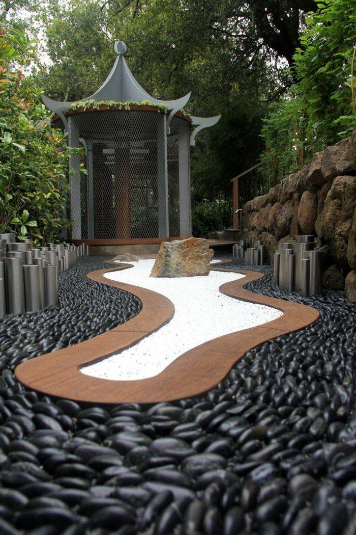 déco exterieur jardin, terrain sablé, rocher dans le jardin